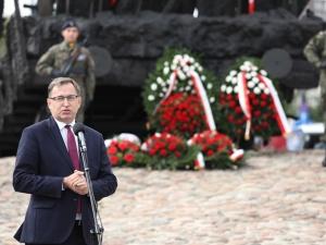 W dołach katyńskich odnajdywano stosy Virtuti Militari czy Krzyży Niepodległości. Multimedialna wystawa IPN  o inwazji sowieckiej