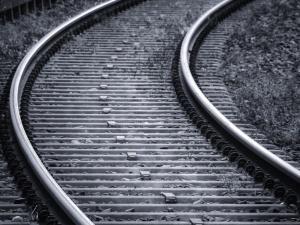 Tragedia w Olsztynie. Nastolatek wpadł pod pociąg