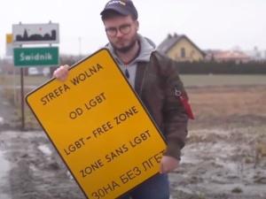 Francuski publicysta: Aktywista LGBT umieszczał fałszywe znaki przy wjeździe do polskich miast