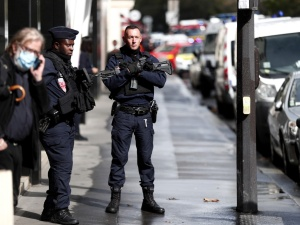 Pilne! Atak nożownika w Paryżu w pobliżu byłych biur Charliego Hebdo