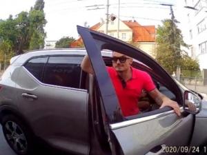 [video] Czy agresor z gdyńskiej ulicy to król życia jednego z kanałów TVN?
