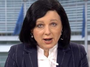 Komisarz Jourova zapewnia der Spiegel: Nasza uwaga skupia się Polsce i Węgrzech