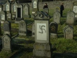 Jerusalem Post umieszcza szokujące zdjęcie z Francji pod artykułem o Polsce. Internauci reagują