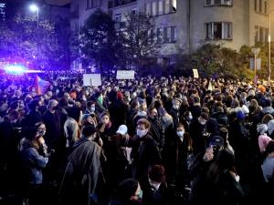 Prof. Gut o protestujących: Jeżeli chcą koniecznie spotkać się zkoronawirusem, to…