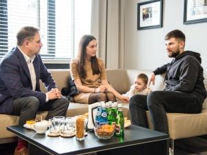 """[Foto] Dzięki """"S"""" rodzina białoruskiego opozycjonisty znów może…"""