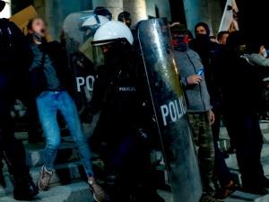 Nieoficjalnie: Warszawska policja od środypilnuje całą dobę kościołów i mieszkań posłów…
