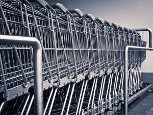 Francja: W hipermarketach można będzie kupować tylko produkty niezbędne do życia