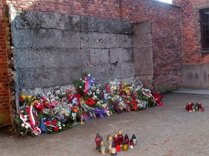 Joanna Płotnicka: Czy KL Auschwitz spadł z nieba? Odpowiedź na pytanie Mariana Turskiego jest kluczowa