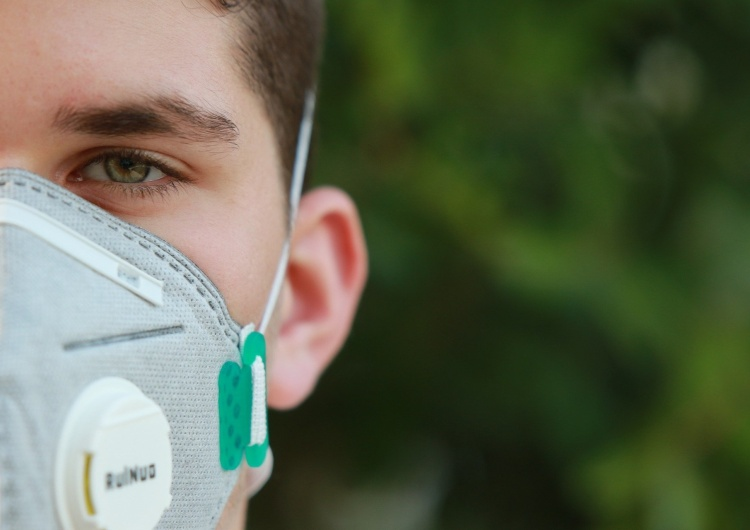 Ponad 900 przypadków zakażeń koronawirusem w Polsce