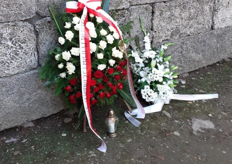 Złożenie wieńca pod Ścianą Śmierci, w 80 rocznicę rozpoczęcia ochotniczej misji Witolda Pileckiego w KL Auschwitz