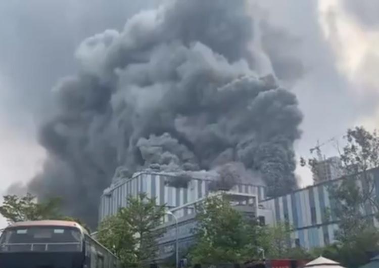 [video] Gigantyczny pożar w laboratorium badawczym Huawei.