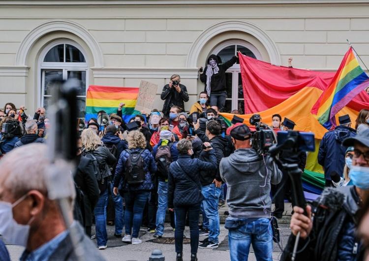 Aktywiści gender/LGBT Uniwersytet Warszawski [Tylko u nas] Prof. David Engels: Bitwa o edukację. Grupa Wyszehradzka musi wypracować nowy system