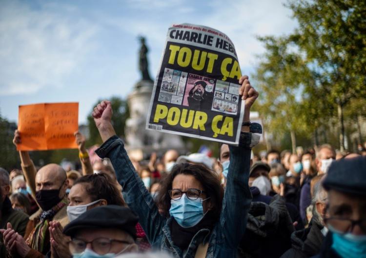 Paryż fot. EPA/YOAN VALAT Setki tysięcy ludzi uczciły w Paryżu pamięć nauczyciela zabitego przez islamistę