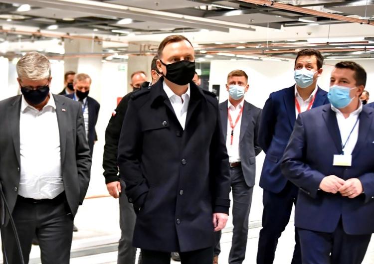 Prezydent Andrzej Duda podczas wizyty na stadionie PGE Narodowy w Warszawie Andrzej Duda zakażony koronawirusem