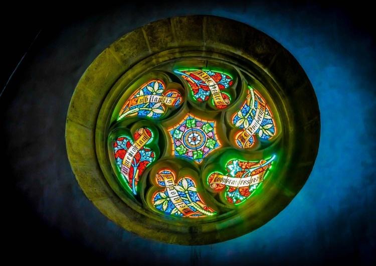 witraż rozety kościoła w Bratysławie