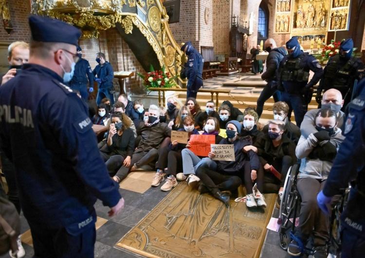 protest w Katedrze Poznańskiej fot. Jakub Kaczmarczyk Dziennikarz Onetu: