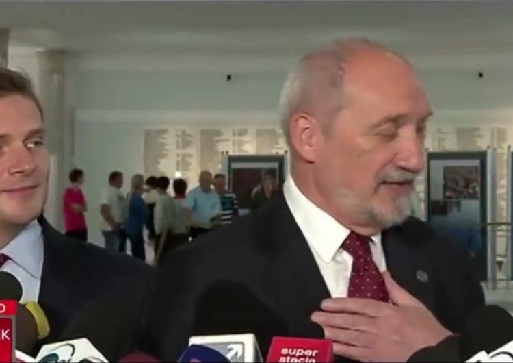 [video] Szarmancki Antoni Macierewicz. Nagranie podbija sieć