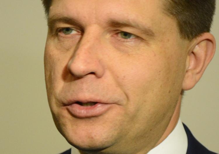 T. Gutry Petru: Konstytucja, to nie regulamin obozu harcerskiego, który można sobie ot tak zmieniać