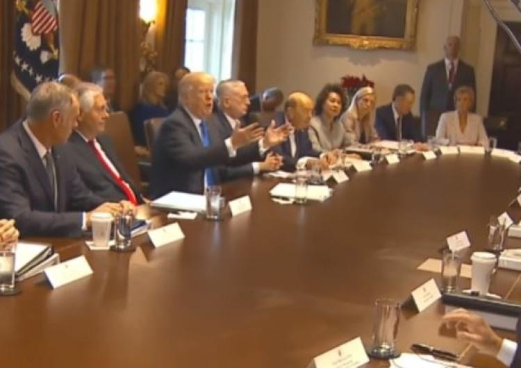 [video] Donald Trump poprosił o modlitwę podczas spotkania swojego gabinetu