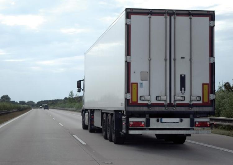 Postęp ws. zmian w dyrektywie o delegowaniu. Ale niepewny los kierowców transportu międzynarodowego