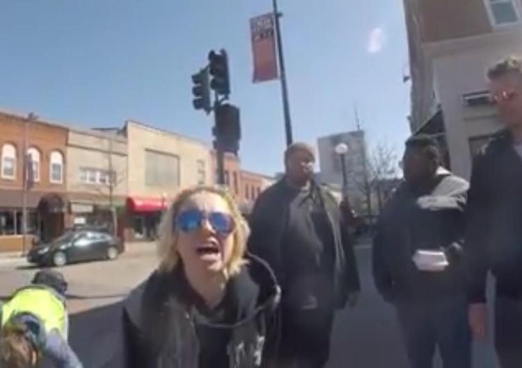 [video] Zwolenniczka aborcji jak opętana atakuje ulicznego prolajfera