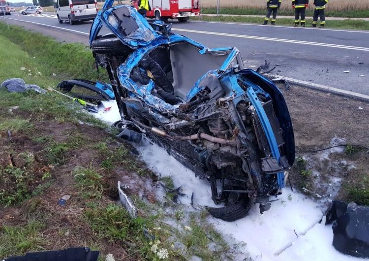 19-latek był bliski spalenia żywcem. Z auta nie pozostało wiele...