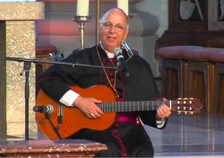 Bp Eleganti ze Szwajcarii - 90% przypadków molestowania przez księży to akty homoseksualne