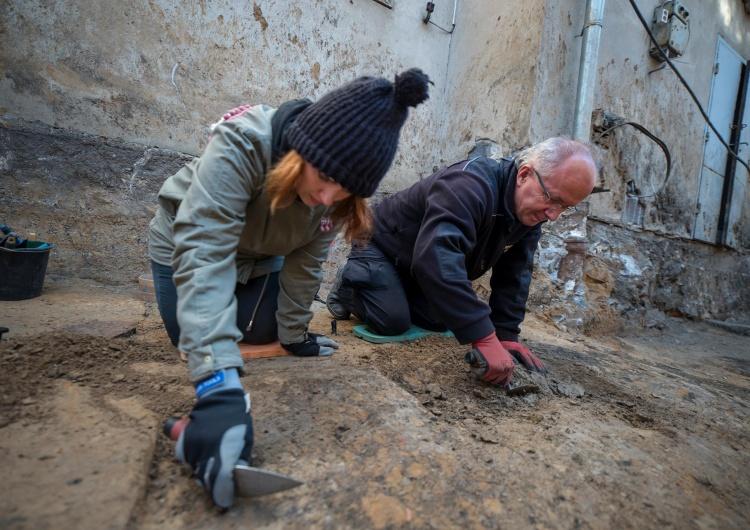 Na Rakowieckiej odnaleziono kolejne szczątki. Czy może to być Rotmistrz Pilecki?