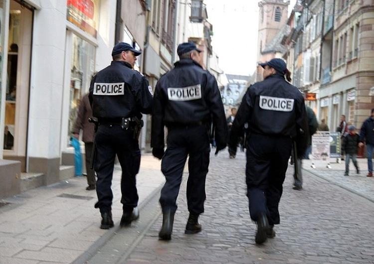 Francja: Wprowadzono godzinę policyjną dla osób poniżej 17 roku życia