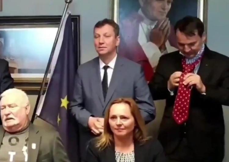 """[video] KE pozuje do zdjęcia. Halicki prezentuje hasło wyborcze: """"Ponieważ koalicja od lewa do prawa..."""""""