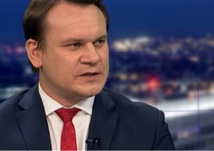 """Dominik Tarczyński: """"Tusk promuje Dulkiewicz na prezydenta Polski. To koniec Schetyny"""""""