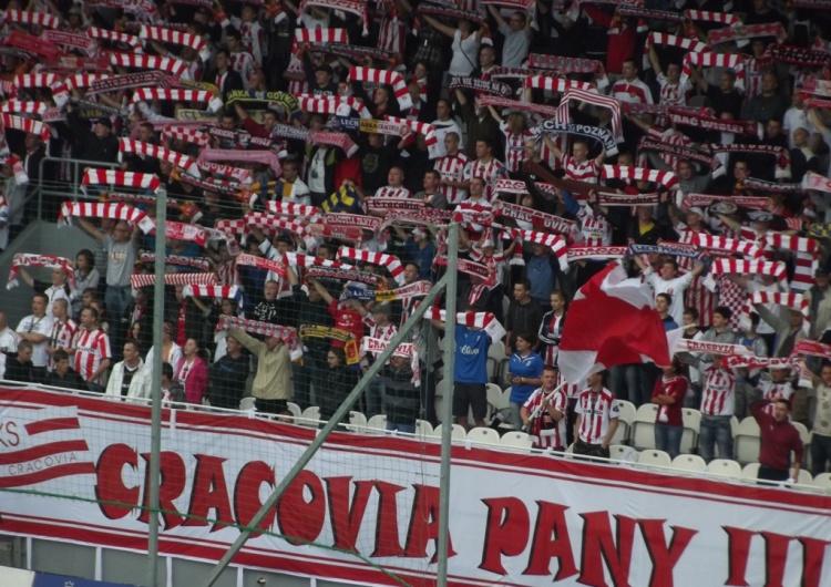"""[FOTO] Cracovia parodiuje pomysł Trzaskowskiego. """"Przy stadionie powstała specjalna Strefa Relaksu"""""""