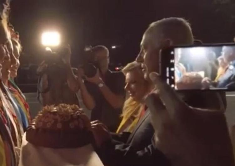 [video] Powitanie chlebem na Ukrainie. Żona Netanyahu rzuca go na ziemię, ale to nie wszystko!