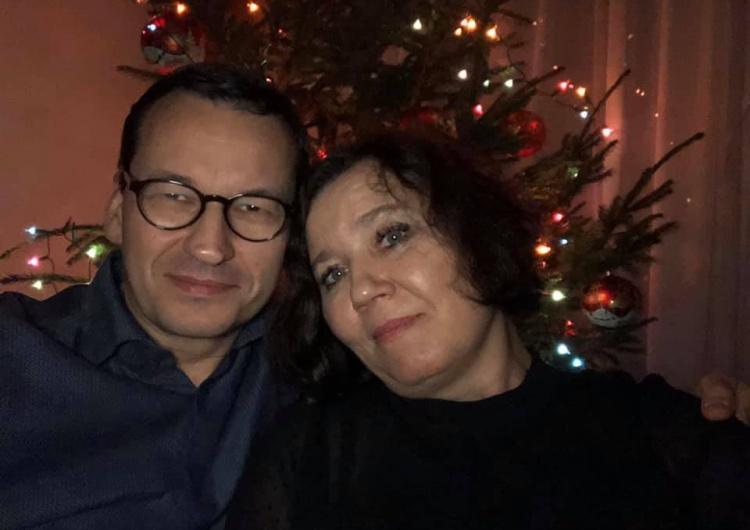 """""""2020 rok będzie dla naszego kraju naprawdę wspaniały"""". Premier wraz z żoną składa życzenia Polakom"""