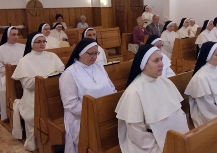 Siostry dominikanki pomagają w DPS-ie w Bochni. Mieszkańcy nie szczędzą słów wdzięczności