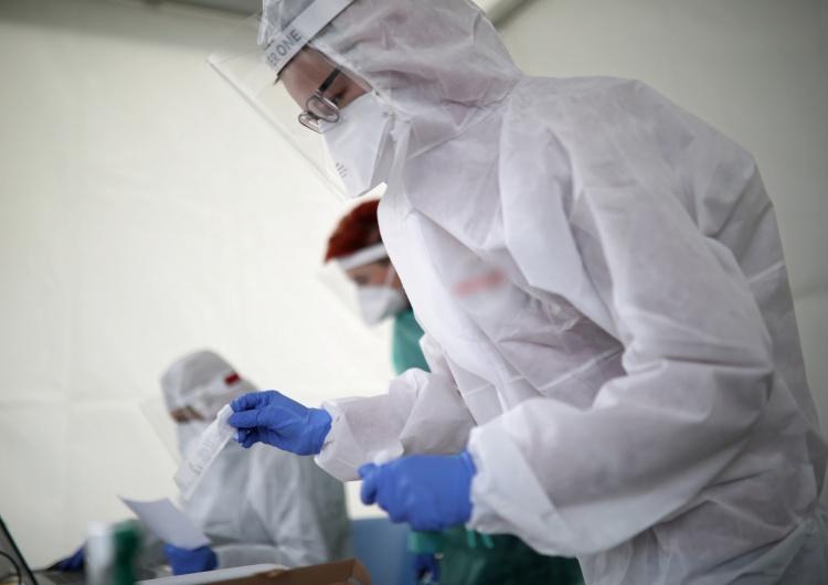 Zmarło kolejne 18 osób zakażonych koronawirusem. Ponad 7,5 tysiąca potwierdzonych przypadków