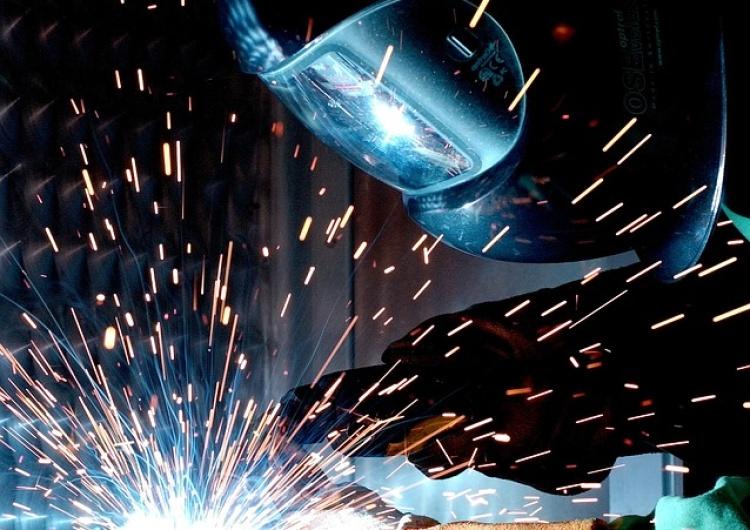 Przeciętne zatrudnienie w sektorze przedsiębiorstw w styczniu 2017 wzrosło w skali roku o 4,5 proc
