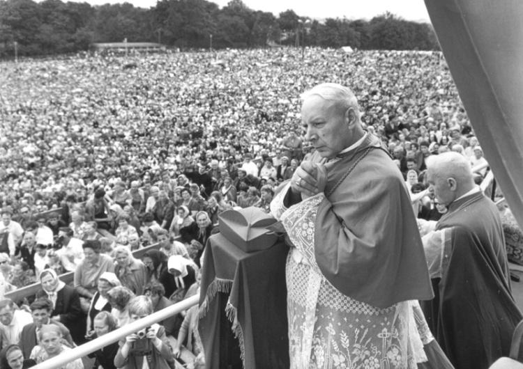 39 lat temu zmarł kardynał Stefan Wyszyński. Czego chciał w Społecznej Krucjacie Miłości?