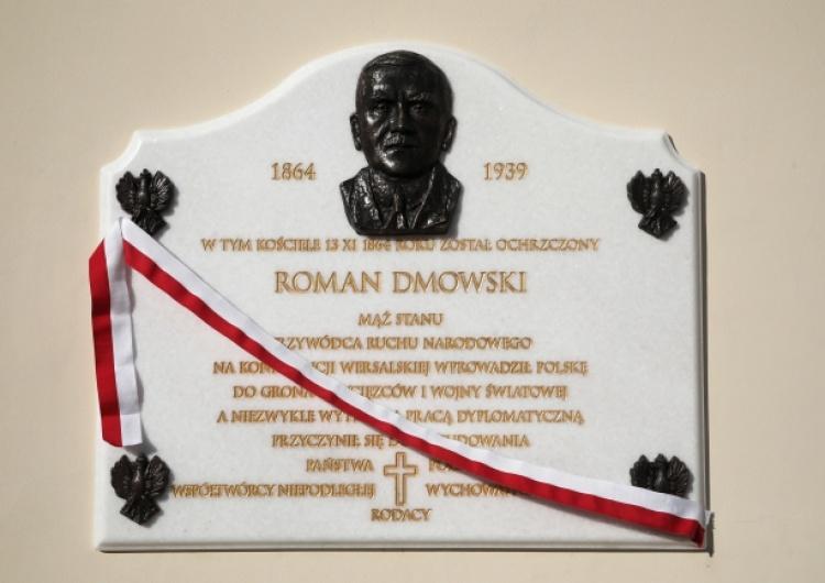 Odsłonięcie tablicy poświęconej Romanowi Dmowskiemu na murach kościoła Matki Bożej Loretańskiej w W-wie