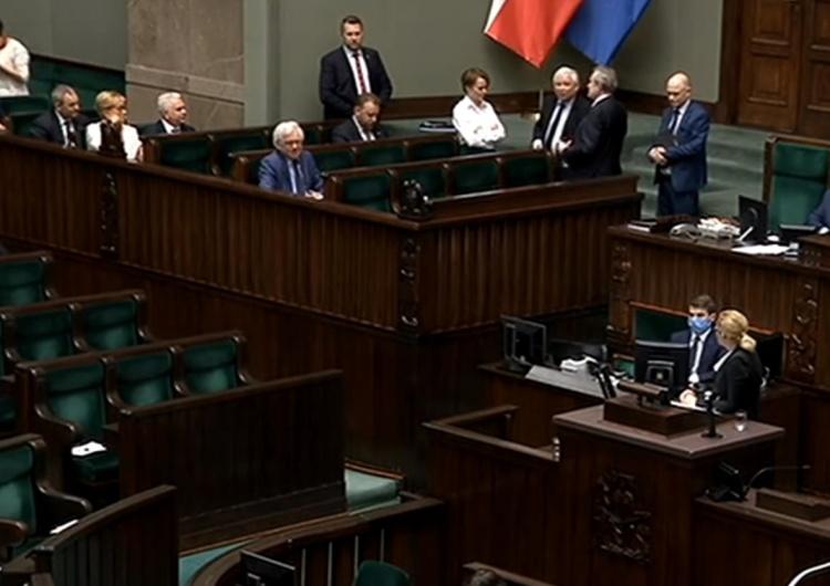 """[video] Gorąco w Sejmie. Jarosław Kaczyński ostro do opozycji: """"Takiej hołoty chamskiej jeszcze nie było"""""""