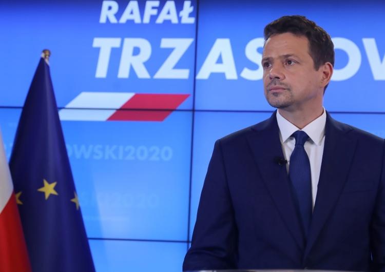 """Odlot Trzaskowskiego. """"Rząd nie radzi sobie z epidemią; prezydent nie zrobił nic"""""""