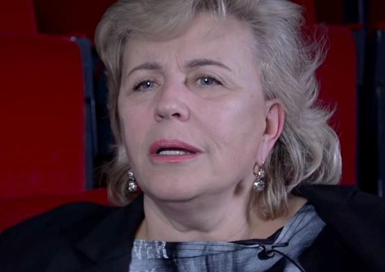 """Janda zakpiła z modlącego się Prezydenta Dudy: """"Brzydzę się taką postawą"""". Mocna odpowiedź Beaty Mazurek"""