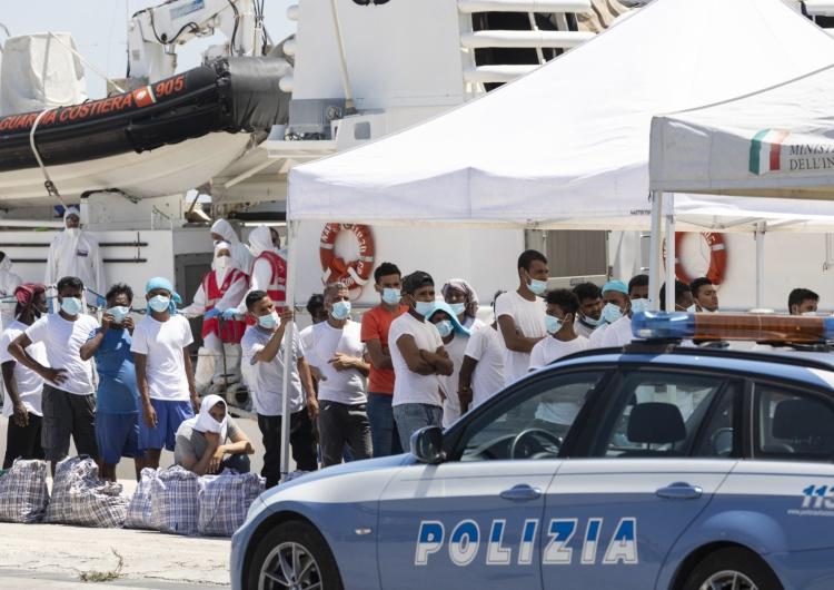 """Włochy:""""Nie rozumiem premiera"""". Burmistrz wyspy Lampedusa apeluje o natychmiastową ewakuacjęmigrantów"""