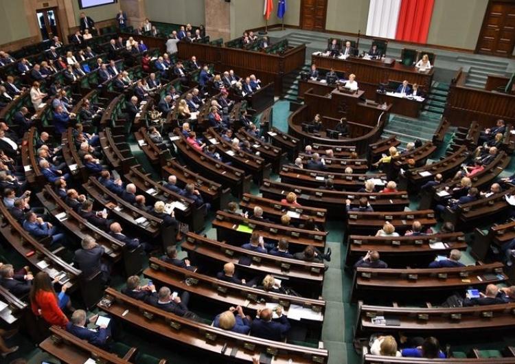 Piątkowe posiedzenie Sejmu będzie przesunięte. Powodemkoronawirus