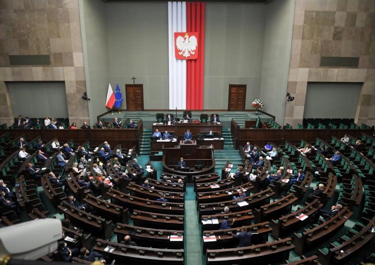 Projekt ws. podwyżek dla parlamentarzystów przegłosowany. Sejm przyjąłustawę