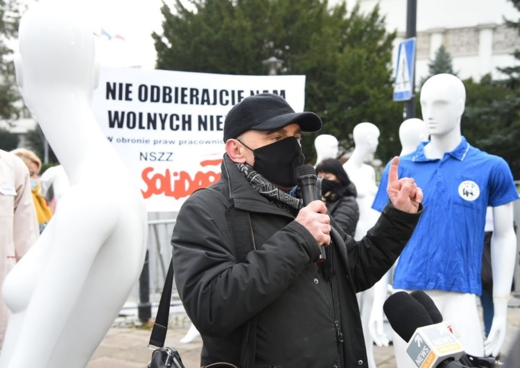 Protest Solidarności przed Sejmem przeciwko handlowi w niedziele. Policja spisała uczestników