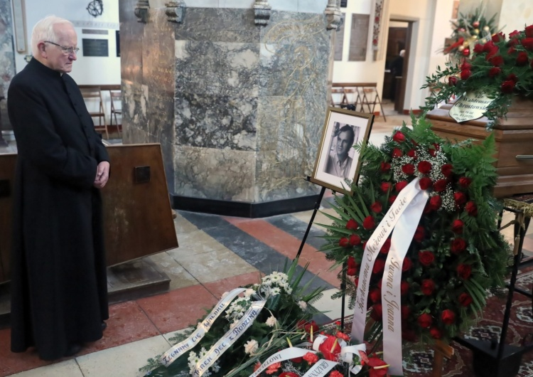 [fotorelacja] Pogrzeb Waldemara Chrostowskiego, kierowcy ks. Jerzego Popiełuszki i świadka jego porwania
